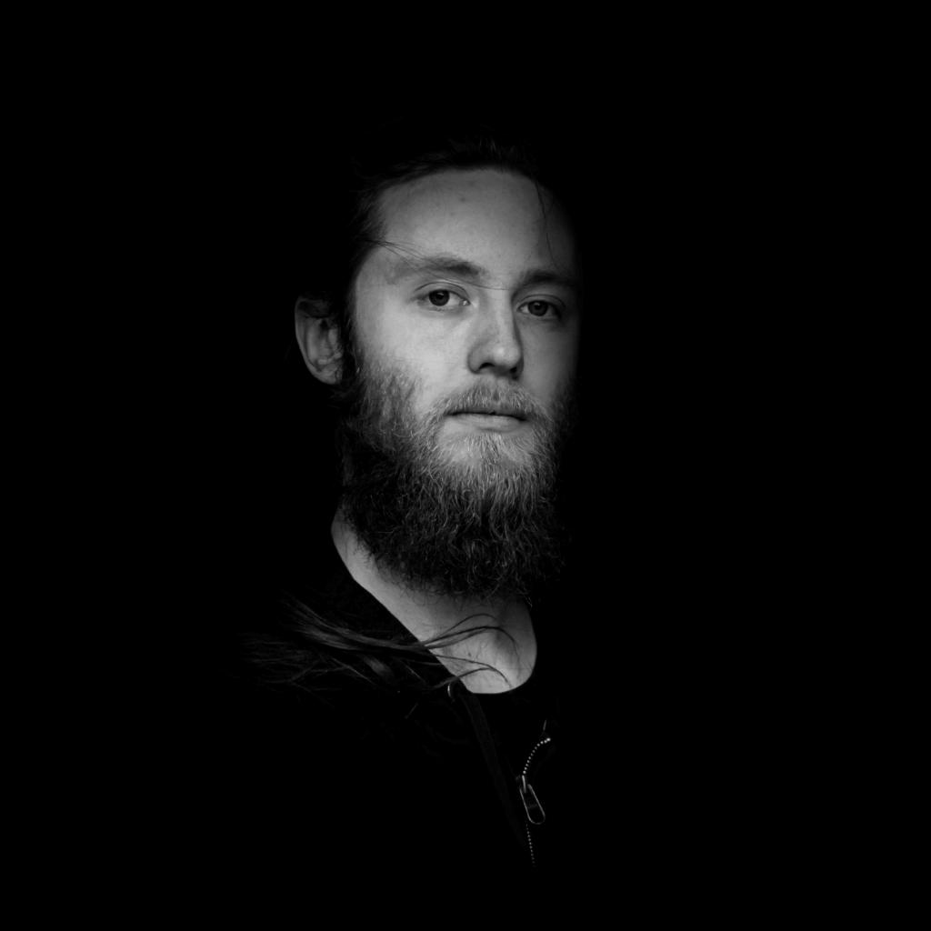 Daniel Junge - bass
